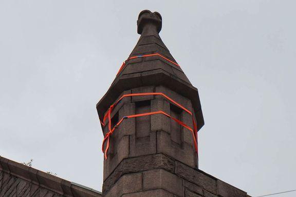 Tårnet på Frogner kirke ble sikret med stropper fra Biltema