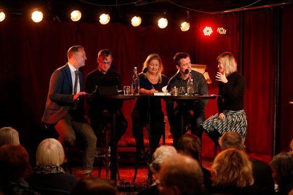 Debatt om kunstkritikk: - Norske medier har sovet i timen
