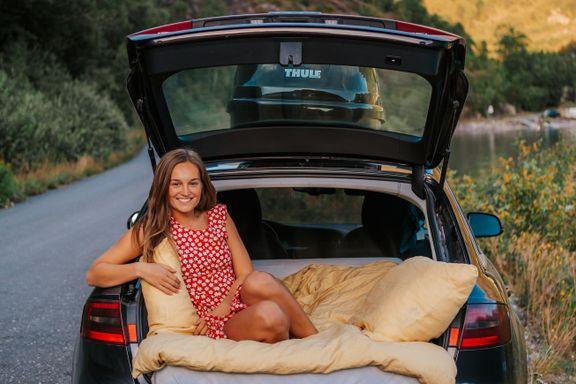 Helene Myhre (24) sover helst i bilen når hun er på norgesferie. Her er hennes overnattingstips.
