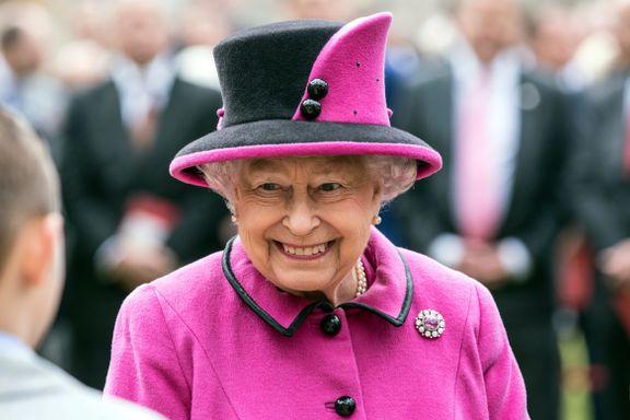 Slottet i pengekrise. Men dronningen vet råd. Nå har hun begynt å selge favorittdrinken på nettet.