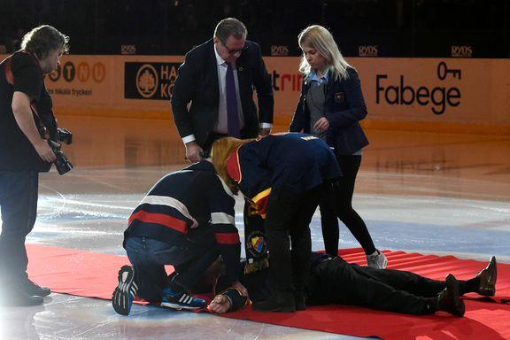 Da den svenske ishockeyhelten skulle hylles, kollapset han plutselig på isen