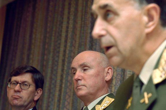 Forsvarsminister og forsvarssjef med to helt ulike versjoner om helikopterskandalen NH90