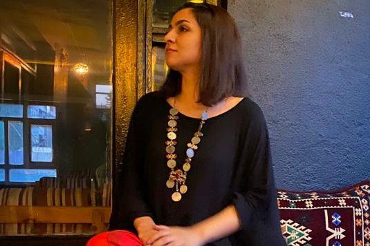 Nasrin (27) tok ett av de siste flyene ut av Kabul. For søsteren som ble igjen, har livet endret seg fullstendig.