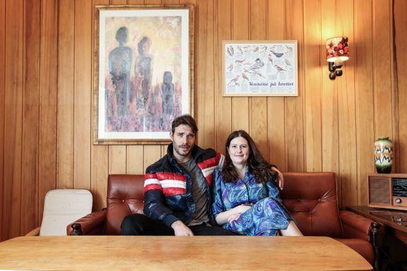 Magnus og Anne dyrker retrostilen: – Venner og familie som kommer på besøk, rynker på nesen