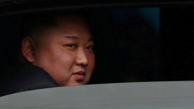 Trøbbel på hjemmebane kan presse Donald Trump til å gi mer enn han får i møte med Kim