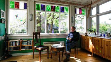 Kulturminnerådgiver Jens Treider bor i besteforeldrenes hus: – Her vil jeg bo til døden banker på