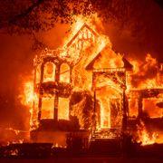 Titusener på flukt fra branner i Californias vindistrikter