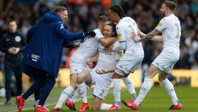 Leeds rykker opp til Premier League etter 16 år