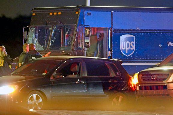 Fire drept da ranere stjal budbil og startet skuddveksling med politiet i Miami