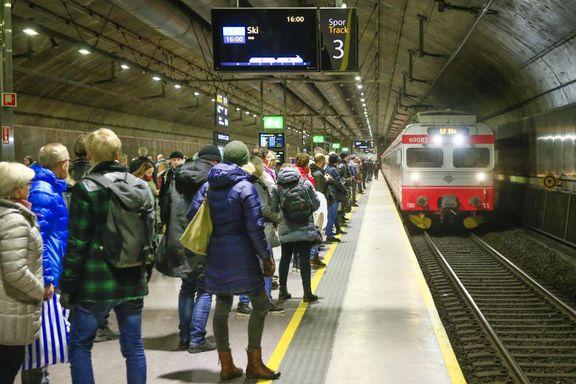 Pendlere kan reise med Follobanen først i 2023