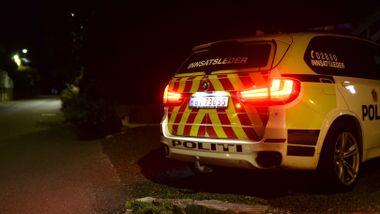 Kvinne i 20-årene funnet død i leilighet i Bergen. Mann sendt til sykehus.