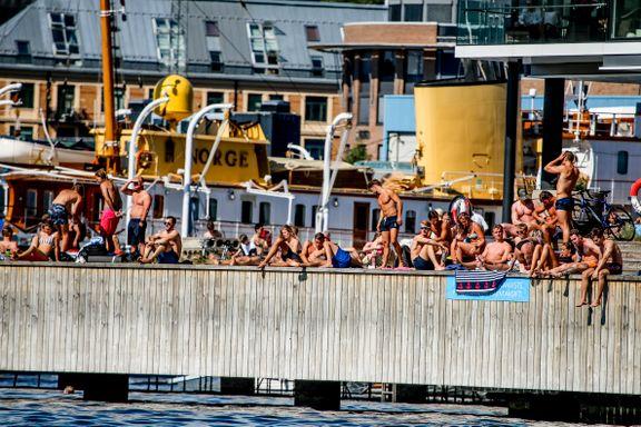 Beboerne har gruet seg til badesesongen. Nå er det satt opp nye forbudsskilt på Tjuvholmen.