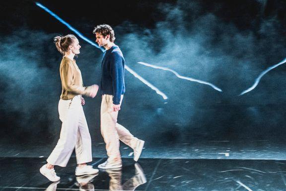 Vår anmelder: «Sigd» er teater på sitt vareste og klareste