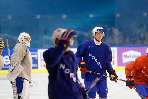 Den norske hockeyveteranen gjør noe ingen andre på laget gjør