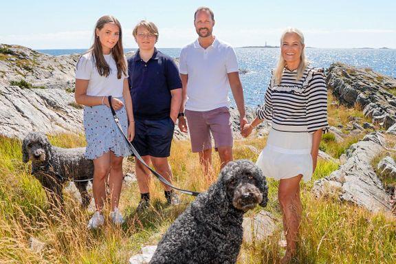 Nye bilder viser kronprinsfamiliens ferieidyll