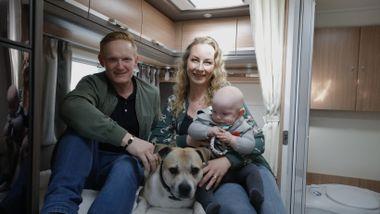 Ole Petter (40) og Charlotta (42) ble med på bobil-boomen. Her er de beste tipsene.