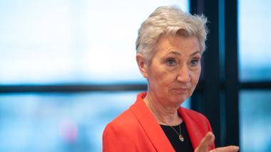 LO krever garanti fra statsministeren mot endring av sykelønn: – Stopp geriljaangrepene