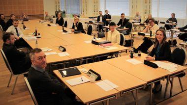 – Vi er i unntakstilstand. Det preger alle, sier Torbjørn Røe Isaksen om regjeringens budsjettkonferanse.