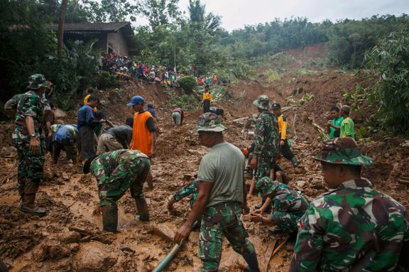 Nesten 50 døde i flom og jordskred i Indonesia