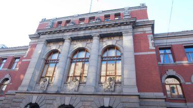 Voldtektsmann filmet unge kvinner gjennom vinduet. Frifunnet av Høyesterett.
