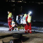 Fryktet at to personer hadde gått gjennom isen