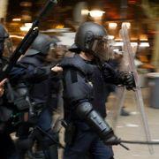 Opprørspolitiet brukte køller og skjold mot demonstranter