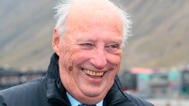 Kong Harald fyller 84 år – fortsatt sykmeldt