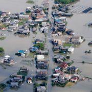 Tusenvis fanget av flommen i Japan – mer regn i vente