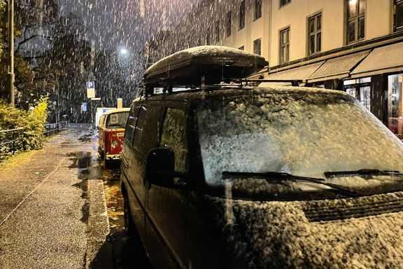 Snø på Østlandet – bil og buss kolliderte