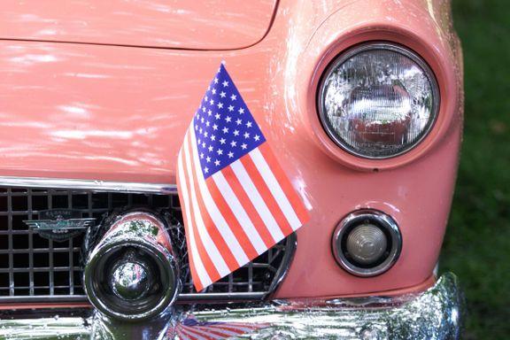 Veteranbilene får likevel bli med på 4. juli-feiringen, men på asfalt