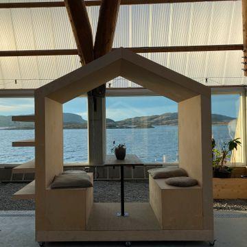 Kathrine Sørgård har tatt med hjemmekontoret på ferie i over ti år. Nå kalles det «workation».
