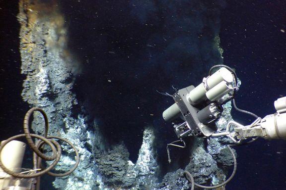 På bunnen av Norskehavet jakter forskere på livets opprinnelse