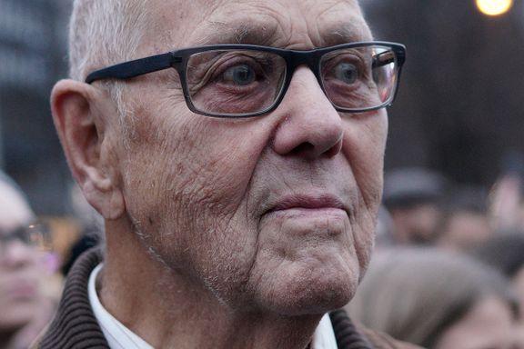 Jan Holdt (87) deltok i abortdemonstrasjon for andre gang. Det er nesten 50 år siden sist:  – Jeg synes det er helt forkastelig
