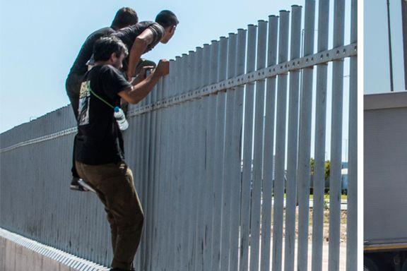 – Angrip, roper menneskesmuglerne, og et titall migranter løper mot vogntogene