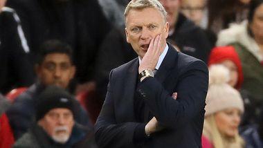 Moyes bekrefter at han blir med Sunderland ned en divisjon, men risikerer å miste den største stjernen