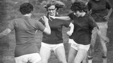 Argumentene mot jentefotball provoserte Jan Reidar Rasmussen i 1975: – Flere i salen holdt innlegg som var helt horrible