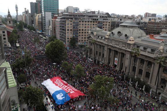 Enorme demonstrasjoner i Chile