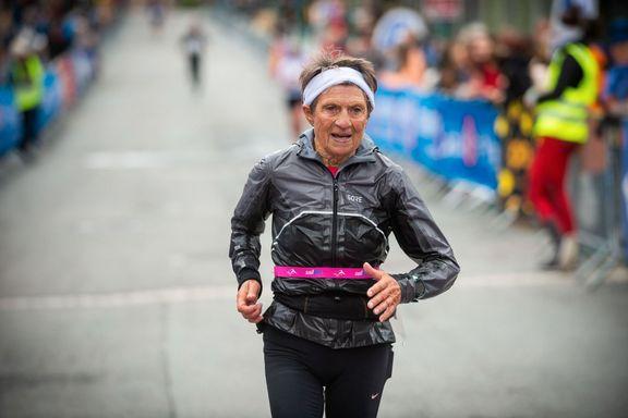 Ingen ny verdensrekord for Vera(75)i hjembyen:- Vinden var grusom