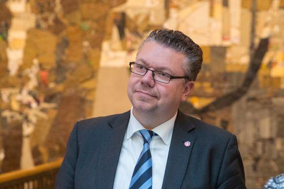 Leirstein ledet Frp-møte - fylkesleder beklager