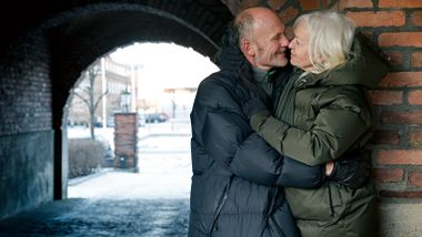 Første gang hun så ham, var gjennom et nøkkelhull. Nå har Anne Grethe og Petter vært gift i 45 år.