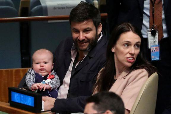 Her skrives historie. For første gang er et spedbarn på plass i FNs hovedforsamling.