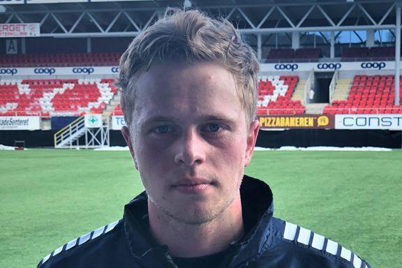 Tomas (21) har satt seg et offensivt mål før sesongen: – En back skal ikke kun forsvare seg