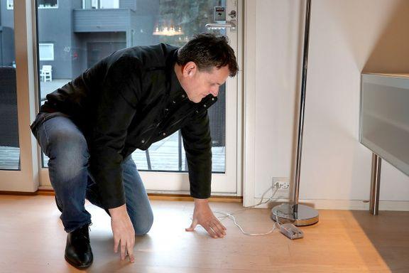 Erik leide ut huset sitt via Airbnb. Da naboen varslet, festet 80 ungdommer i huset.
