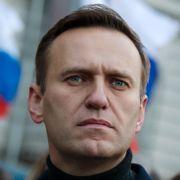 Russisk forretningsmann truer med å ruinere Navalnyj