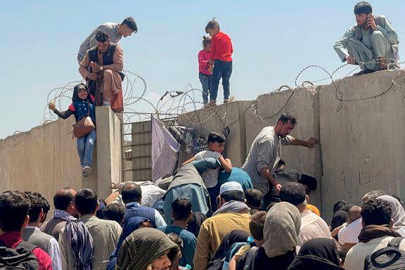Tusenvis av afghanere forsøker å flykte. Kun et fåtall får sjansen.