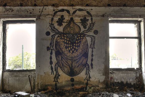 Forlatte og falleferdige bygninger i Athen er blitt et lerret for gatekunstnere.
