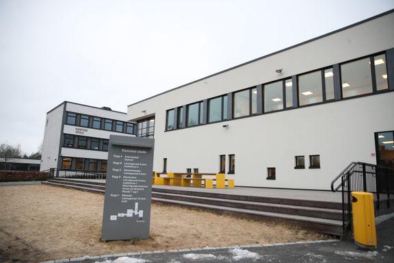 Elever ved en rekke skoler er smittet av koronaviruset