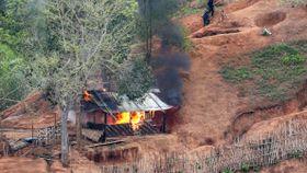 Angrep mot baser i Myanmar. Rapporter om hundretalls væpnede sammenstøt i april.