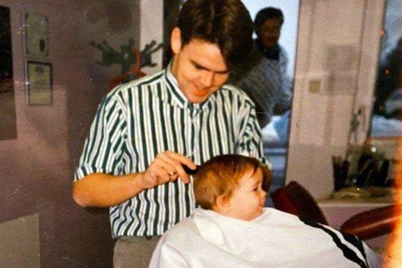 Faren vil at han skal bli frisør. Men akkurat nå bøtter den lille gutten inn mål for Vålerenga.