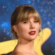 Aggressive Taylor Swift-fans trakasserer anmeldere